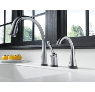 Delta-980T-DST-Installed Faucet in Arctic Stainless